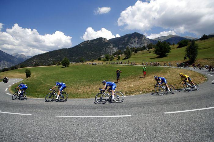 Tour de France 2020 Ditunda Gegera Corona  Ajang balap sepeda bergengsi di dunia, Tour de France 2020 akhirnya resmi ditunda. Hal itu imbas dari pandemi Corona yang juga melanda negara Prancis dan beberapa negara di Eropa.