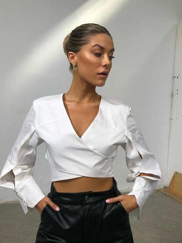 Influencer Bianca Ingrosso mengaku minum darah mens sendiri agar tubuhnya sehat.
