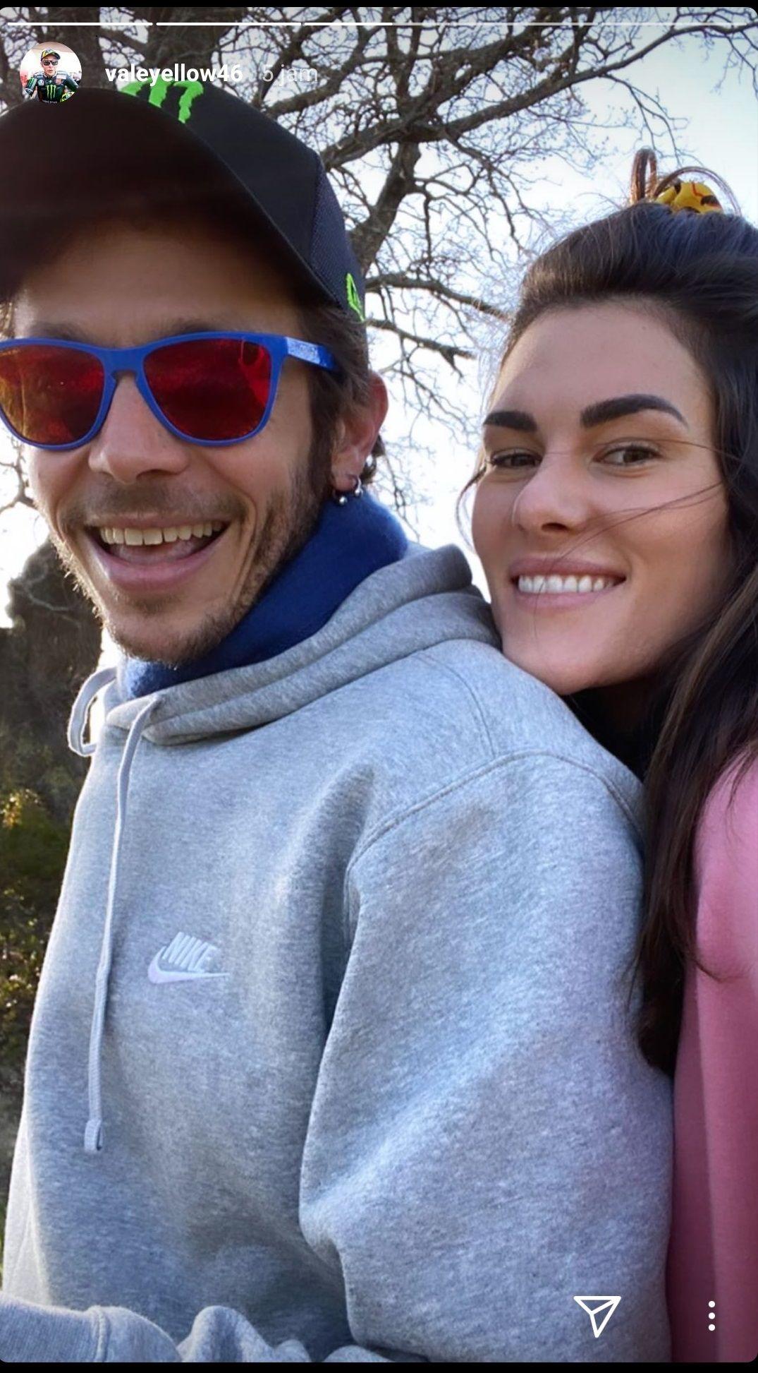 Pose Rossi bersama sang pacar
