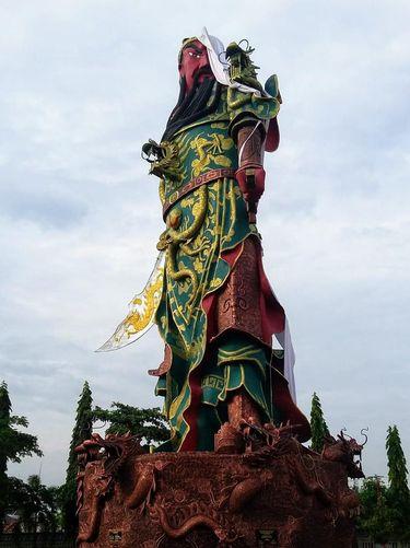 Patung dewa sebelum runtuh