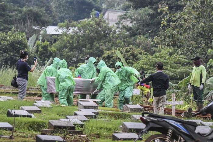 Pemerintah Provinsi DKI Jakarta mendata pemakaman jenazah dengan prosedur tetap (protap) COVID-19. Ada 1.035 jenazah yang dimakamkan dengan protap Corona.