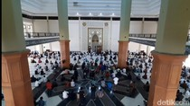Pemkab Tasikmalaya Tak Larang Warga Salat Tarawih di Masjid
