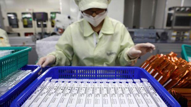 Diagnostic kit atau alat tes virus Corona diproduksi secara massal di Chuncheon, Korea Selatan. Penasaran seperti apa proses pembuatannya?