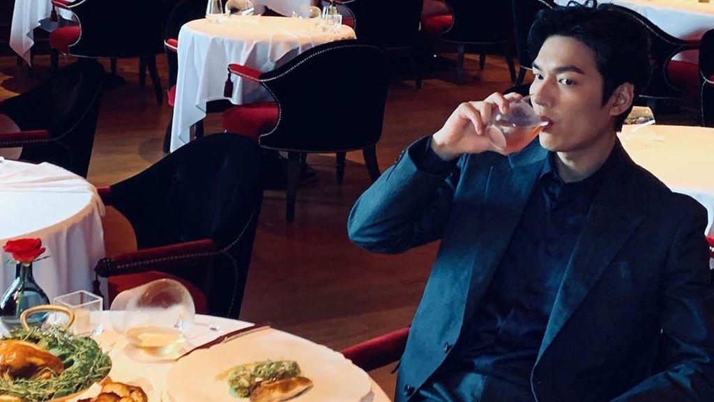 Lihat Lagi Momen Kulineran Lee Min Ho yang Main The King: Eternal Monarch