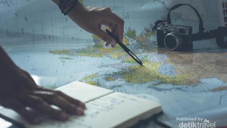 Ilustrasi Virtual Travelling. Photo dari Glenn Carstens-Peters di Unsplash