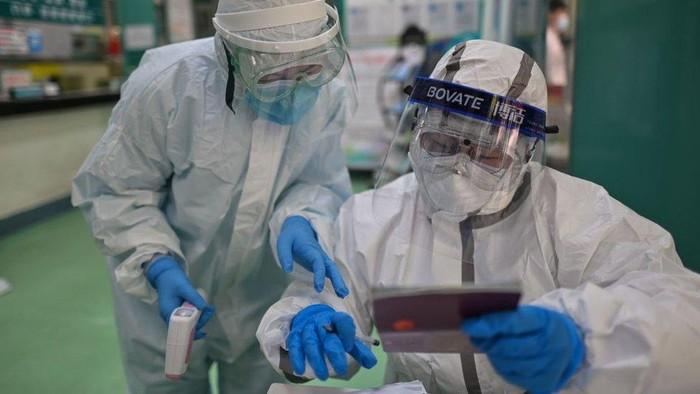 Virus corona: China bantah menutup-nutupi lonjakan kematian akibat Covid-19