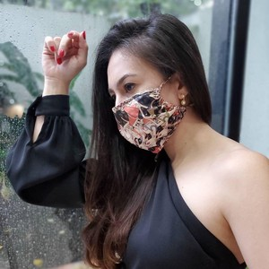 Foto: Macam-macam Gaya Artis Indonesia Pakai Masker Kain