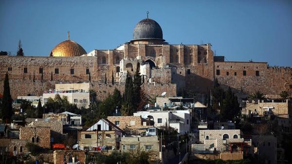 Bergeser ke Palestina, umat muslim bisa mengunjungi Masjidil Aqsa. Berada di Baitul Maqdis, lokasi ini begitu lekat dengan peristiwa Isra Miraj Nabi Muhammad SAW. (Getty Images)
