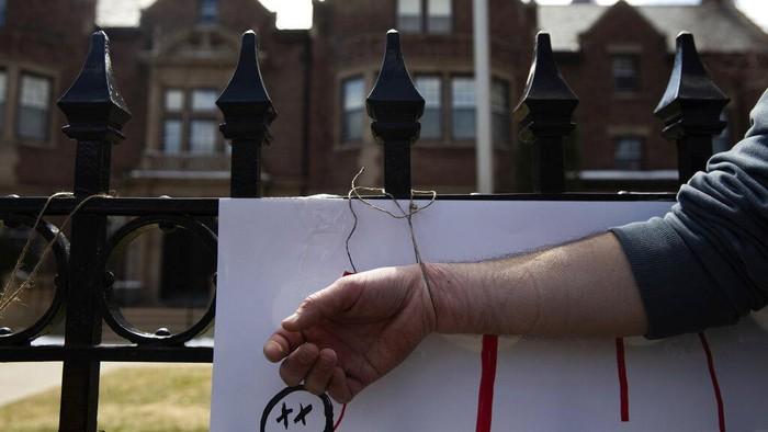 Aksi demo melanda negara bagian AS, Minnesota. Aksi demo itu memprotes aturan tetap di rumah, yang diterapkan karena pandemi virus Corona.