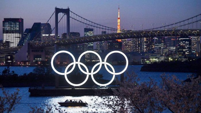 TOKYO, JAPAN - MARCH 25: A boat sails past the Tokyo 2020 Olympic Rings on March 25, 2020 in Tokyo, Japan. Following yesterdays announcement that the Tokyo 2020 Olympics will be postponed to 2021 because of the ongoing Covid-19 coronavirus pandemic, IOC officials have said they hope to confirm a new Olympics date as soon as possible. (Photo by Carl Court/Getty Images)