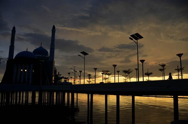 Rencananya Pemkot Makassar akan mulai memberlakukan PSBB pada 24 April 2020 mendatang. Hari pertama penerapan PSBB tersebut akan bertepatan dengan dimulainya bulan puasa atau 1 Ramadhan 1441 Hijriah.