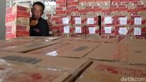 Melihat Ribuan Paket Sembako untuk Warga Bandung