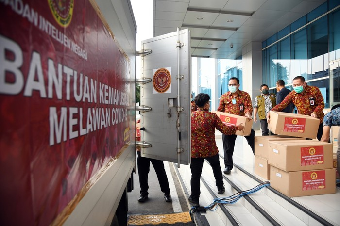 Badan Intelijen Negara (BIN) bantu percepatan penanganan COVID-19. Sesuai arahan Kepala BIN, Budi Gunawan yang menginstruksikan kepada seluruh jajarannya untuk turut bekerjasama dengan pemerintah, tenaga medis dan masyarakat dalam upaya penanganan Corona di Indonesia.