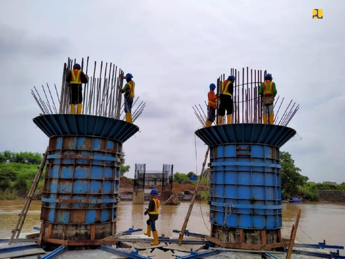 Proyek jalan lingkar Brebes-Tegal sedang dibangun