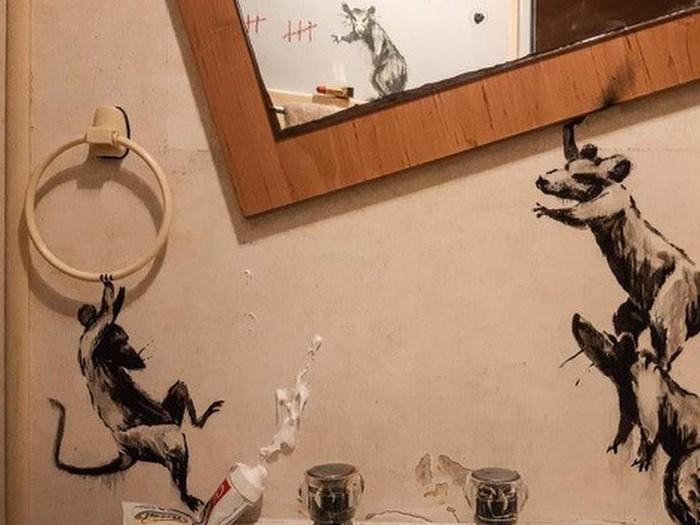Virus corona: Seniman Banksy ciptakan karya kamar mandi di kala lockdown