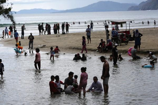 Santuy Pantai Wisata Di Aceh Ini Masih Aja Ramai