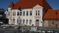 Potret alun-alun KotaKuressaare di Pulau Saaremaa yang sepi karena corona(Tarmo Virki/Reuters)
