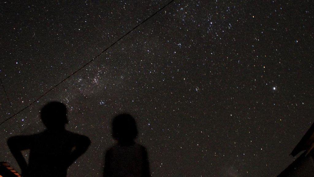 Gugusan Rasi Bintang Bima Sakti Terlihat di Kupang