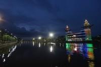 Suasana Menara Pandang di tepian Sungai Martapura yang sepi menjelang malam di Banjarmasin, Kalimantan Selatan, saat dipotret Sabtu (18/4/2020) malam.