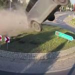 Jalan Sepi Dipakai Ngebut, Suzuki Swift Terbang Usai Tabrak Bundaran
