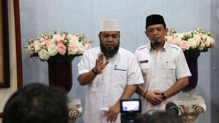Wali Kota Bengkulu Helmi Hasan (Kiri) (Hery Supandi-detikcom)