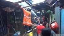 Diduga dari Kompor Meledak, 11 Ruko di Pasar Segiri Samarinda Hangus Terbakar