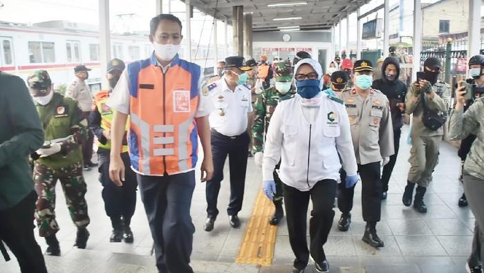 Bupati Bogor Ade Yasin tinjau KRL