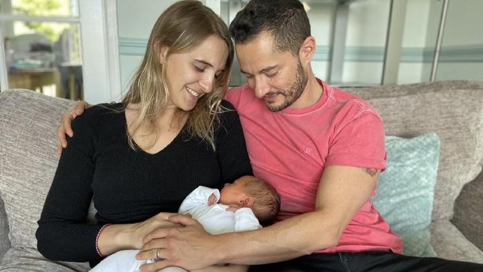 Jake dan Hannah Graf, orangtua transgender pertama di Inggris.