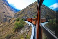 Jalur keretanya ternyata bertahan lama, sampai setidaknya tahun 1997. Jalur yang tersisa ternyata sampai hidung setan. (tren Ecuador)