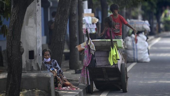 Pandemi virus Corona membuat dunia usaha babak belur.  COVID-19 juga diproyeksi mendatangkan malapetaka pada ekonomi Indonesia, bahkan dunia.