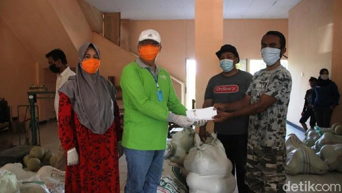 Pemprov Bengkulu bagikan 1,3 ton melon ke warga terdampak corona