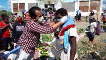 5.382 BRI Unit Se-Indonesia Bagikan Sejuta Masker ke Pedagang Pasar