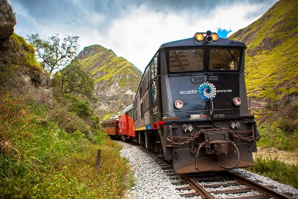 Inilah Nariz del Diablo, sebuah jalur kereta di Ekuador, Amerika Selatan. View-nya keren banget,Pegunungan Andes. (tren Ecuador)