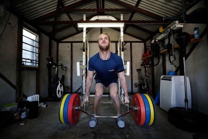 Atlet di seluruh dunia saat ini sedang berlatih selama jalani isolasi di bawah kebijakan ketat yang berlaku imbas Pandemi Corona. Salah satunya perenang asal Australia, Matt Wilson.