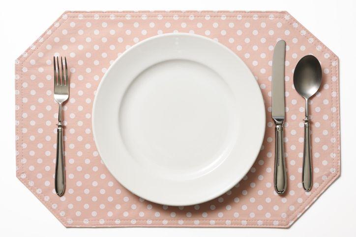 Perdebatan urutan alat makan di laci