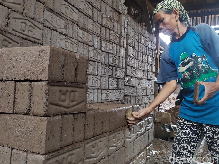 Perjuangan nenek di Cianjur tetap kerja demi keluarga di tengah pandemi Corona