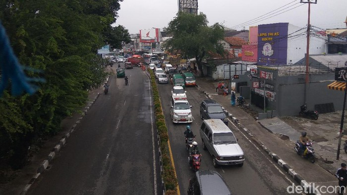 Suasana jalanan Kota Cimahi