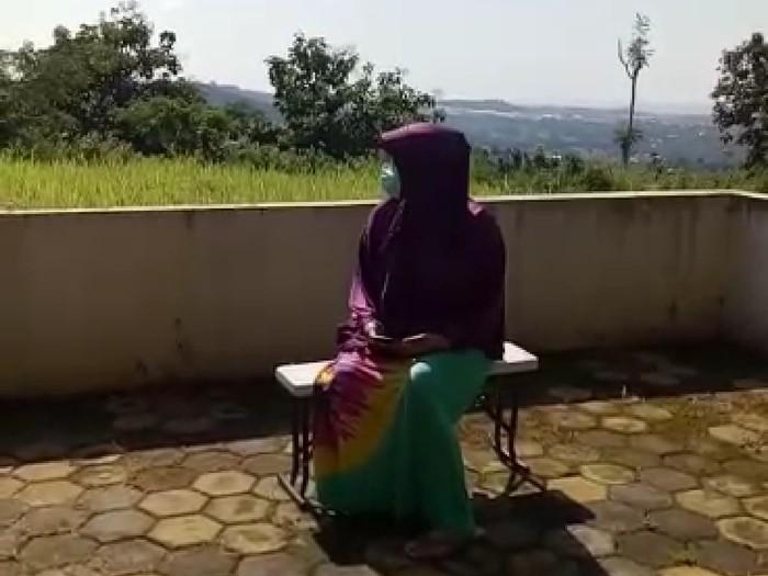 Nunki saat menjalani isolasi mandiri di rumahnya di Semarang.