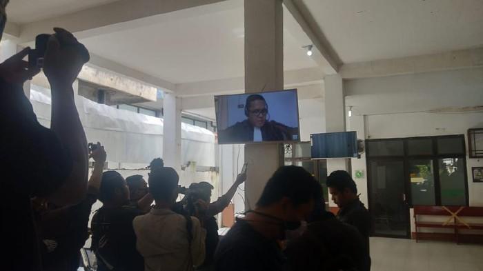 Sidang tuntutan Bupati Muara Enim nonaktif Ahmad Yani digelar online (Raja Adil-detikcom)