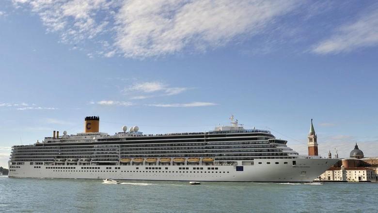 15 Minggu Berlayar Tanpa Henti, Akhirnya Kapal Pesiar Ini Bisa Berlabuh