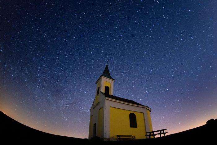 Fenomena hujan meteor Lyrids terjadi di langit Niederhollabrunn, Austrria. Yuk, intip keindahannya!