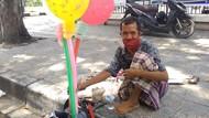 Kisah Sabar Penyandang Disabilitas Jual Balon Meski Pembeli Sepi Saat Pandemi