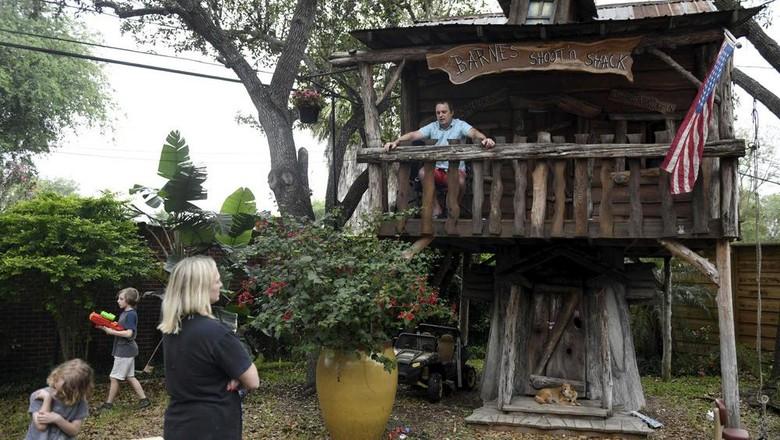 Takut Corona, Dokter Ini Isolasi Diri di Rumah Pohon