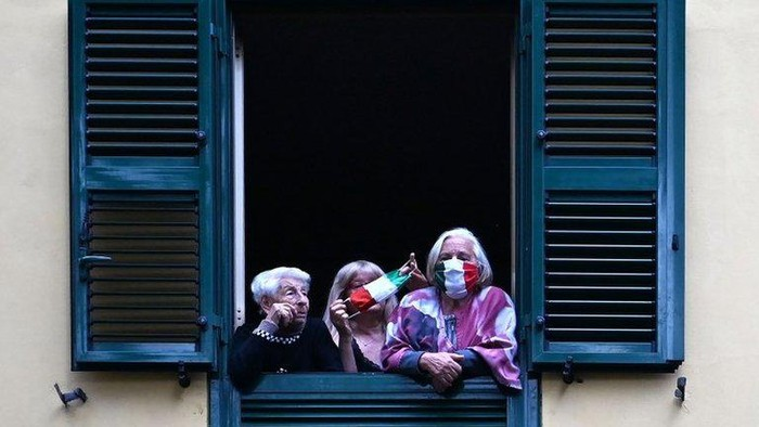 Virus corona: Untuk pertama kalinya, Italia mencatat penurunan kasus aktif