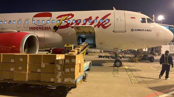 Pesawat ini membawa 1.293 box seberat 8,5 ton berisi obat-obatan yang dibawa dari China. Pesawat ini dalam misi kemanusiaan di tengah pandemi COVID-19.
