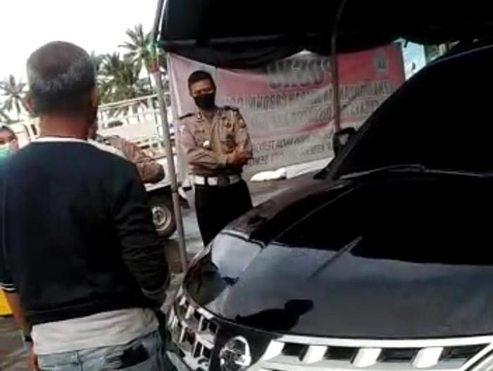 Viral anggota DPRD Sulsel mengamuk karena menolak disemprot disinfektan (Screenshot video viral)