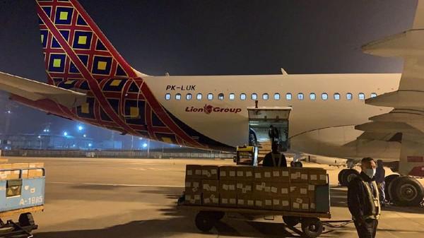 Pesawat Airbus 320-200 itu terbang dari Hangzhou pukul 00.35 waktu setempat dan mendarat di Soekarno-Hatta pada 06.10 waktu setempat.