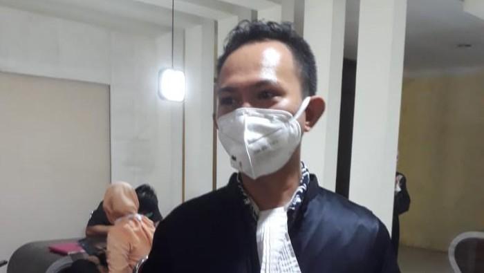 Jaksa Kejati Sulsel Ridwan Saputra dalam persidangan penipuan oknum polisi