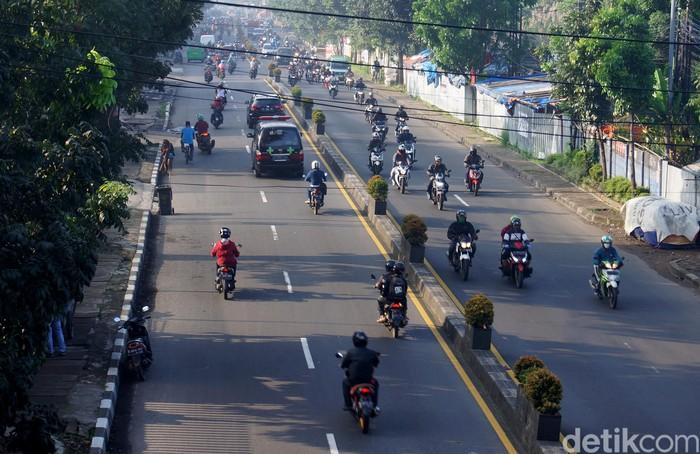 Penerapan Pembatasan Sosial Berskala Besar (PSBB) di Kota Cimahi dan Kabupaten Bandung Barat (KBB) tidak membuat aktivitas masyarakat di luar rumah menurun, Rabu (22/4/2020)