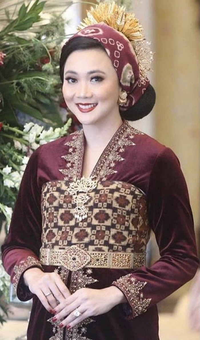 Di tengah pandemi Corona jajaran pengurus dan anggota Yayasan Citra Kartini Indonesia (CIRI) memperingati ulang tahunnya ke-4 (21/4/2020) lewat media sosial. Kartini masa kini berpakaian tradisional.